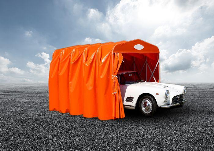 Zeltgarage zusammenschiebar orange, mit Fahrzeug